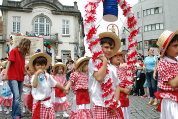 Famalicão rendeu-se às Marchas Antoninas Infantis
