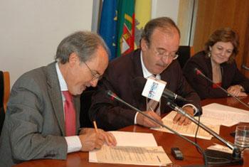 Serralves e Santo Tirso assinam protocolo que formaliza a adesão de santo tirso à fundaçãocomo membr