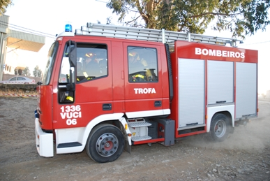 Maia: Incêndio em dois armazéns na zona industrial
