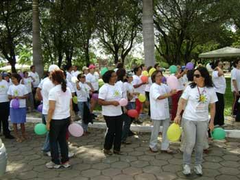 Caminhada solidária junta mais de mil pessoas