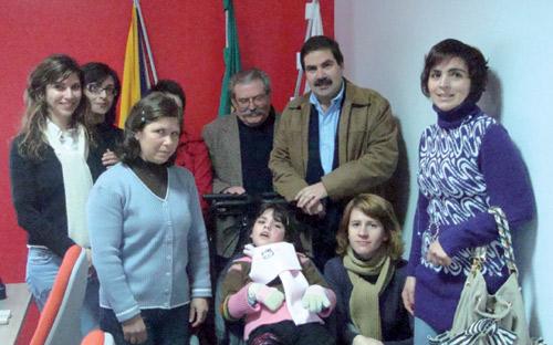 Campanha Tampinhas Mágicas oferece mais uma cadeira de rodas