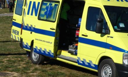 Dois feridos grave numa colisão entre motociclo e viatura todo o terreno
