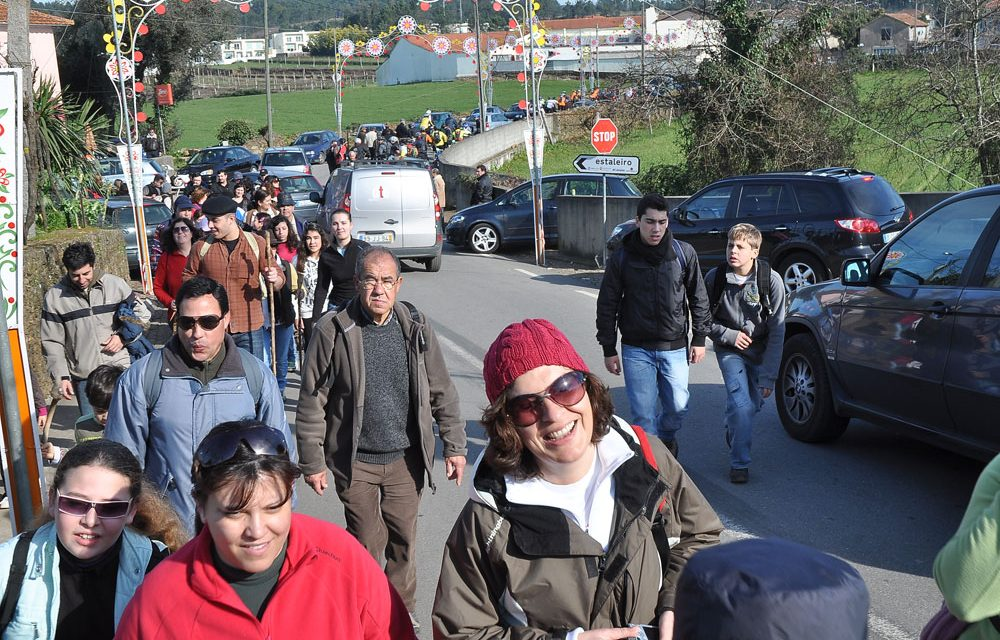 Caminheiros percorrem trilho até S. Gonçalo
