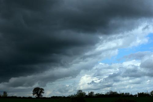 Chuva forte para sexta-feira e frio no domingo