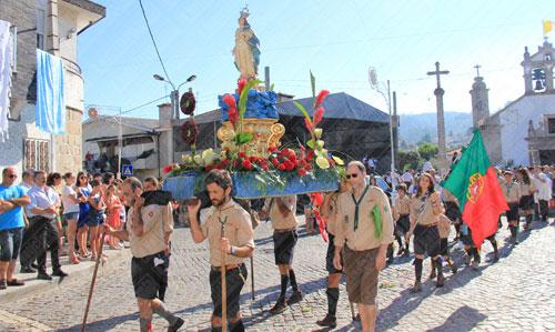 Alvarelhenses viram passar procissão de Nossa Senhora de Assunção