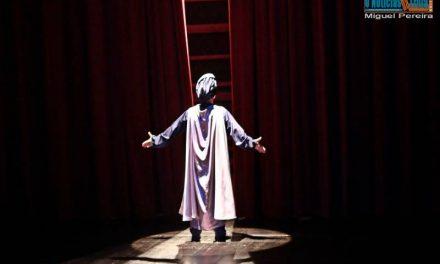 Guru no Teatro Municipal de Vila do Conde Foto-Reportagem