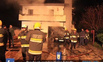 Motor de carro terá provocado incêndio