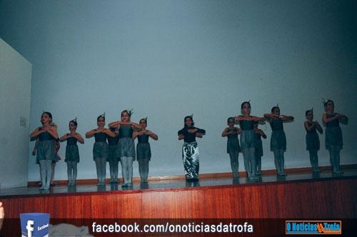 Espetáculo angaria fundos para viagem de dez bailarinas a Inglaterra