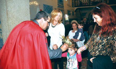 Cristãos cumprem tradição do Espírito Santo