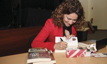 Maria Oliveira  lança segundo livro