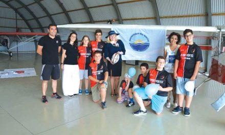 Escolinha de Rugby foi ao Aeroclube a convite do Lírio Azul