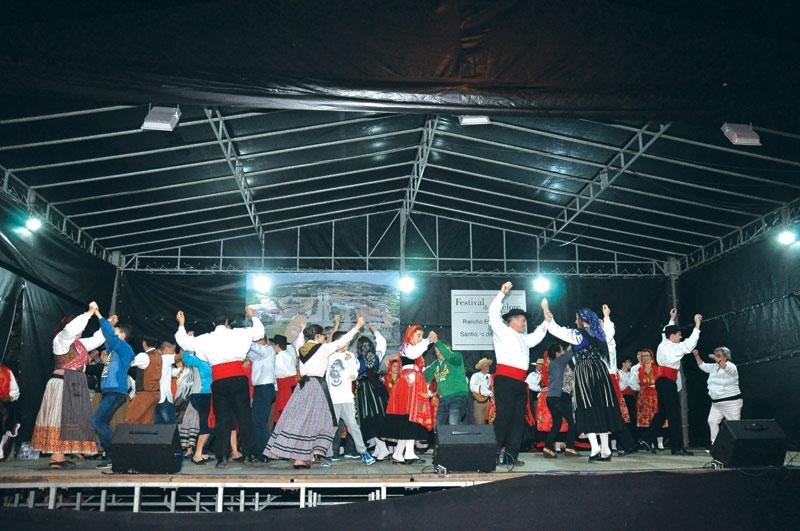 Procissão e Festival Folclórico foram pontos altos da festa de Nossa Senhora do Rosário