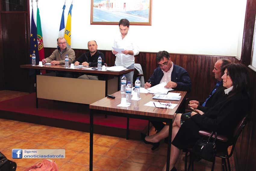Junta faz transitar 6000 euros para orçamento de 2017