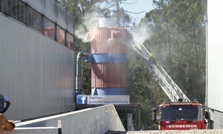 Bombeiro da Trofa ferido em incêndio industrial
