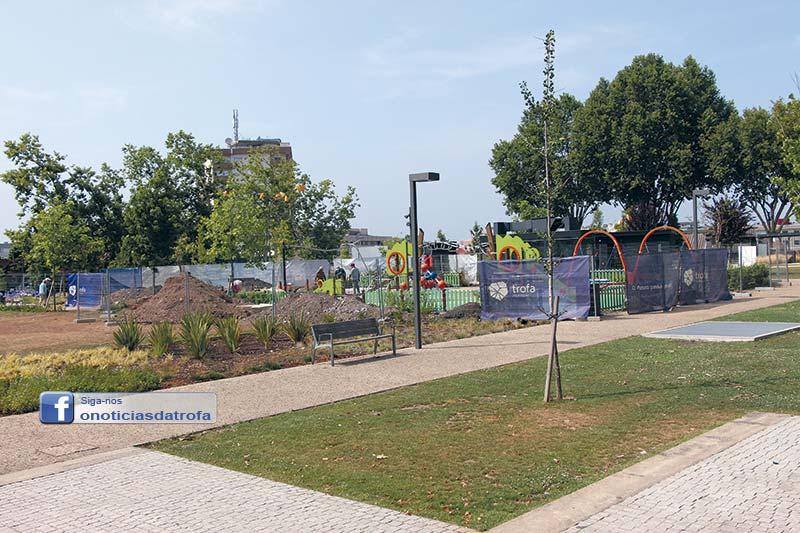 Parque infantil fechado no arranque das férias