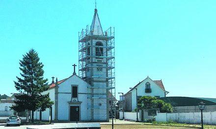 Começaram  obras de arranjo da torre  da Igreja de S. Romão