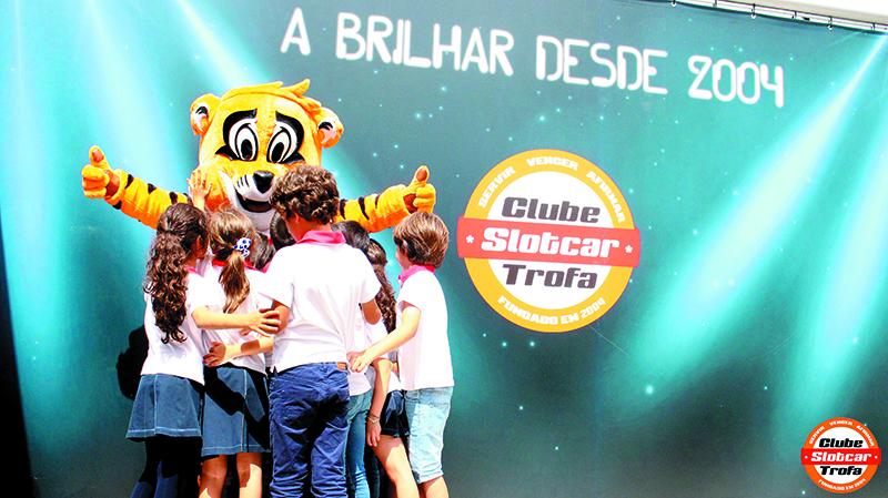 Crianças de várias instituições visitaram Slotcar