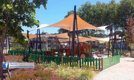 Reaberto  parque infantil