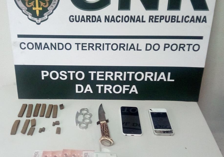 4 detidos por tráfico de estupefacientes e posse arma proibida