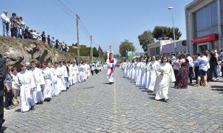 Procissão marcou festa do Divino Espírito Santo