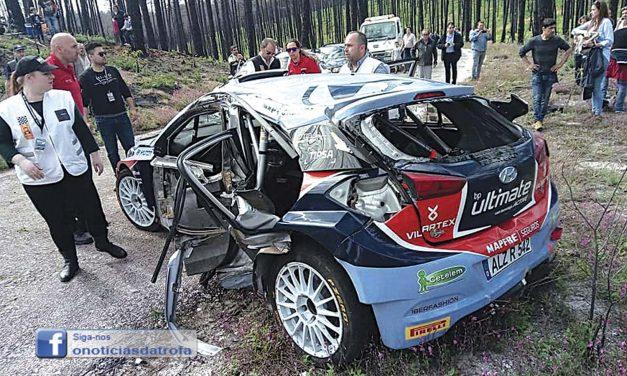 Jorge Carvalho em acidente no Rali Vidreiro