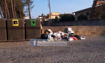 Lixo colocado fora dos ecopontos