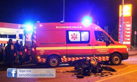 Ferido gravemente em alegada colisão com viatura que fugiu (c/ vídeo)