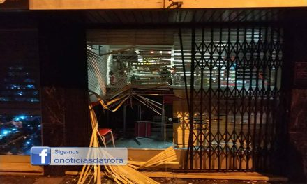 Furtaram máquina de tabaco em café no centro da cidade