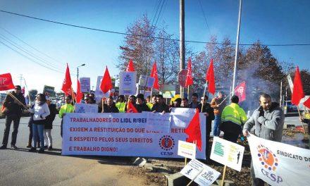 Trabalhadores do entreposto do Lidl de Ribeirão em greve no Natal
