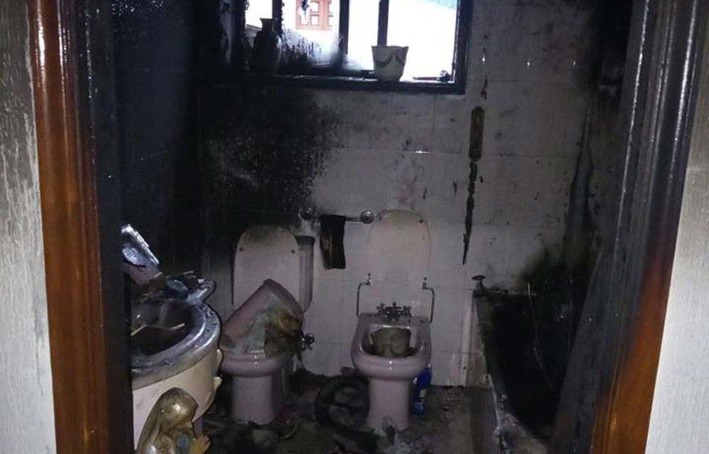 Incêndio em casa de banho obriga a intervenção dos Bombeiros