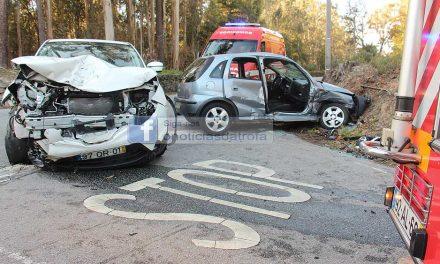 Colisão de dois veículos ligeiros em S.Mamede do Coronado provoca um ferido grave e três leves