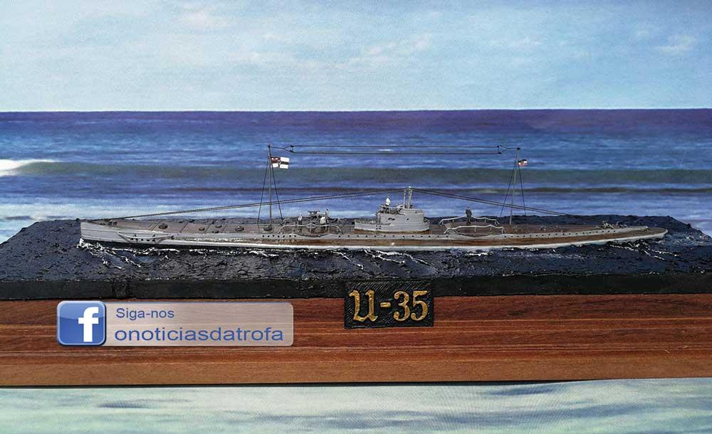 António Marranita oferece miniatura de submarino alemão da 1.ª Guerra a novo museu
