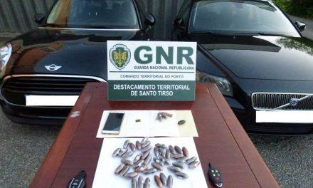 GNR da Trofa detém dois indivíduos na posse de 2773 doses de droga