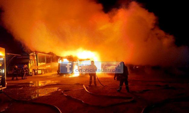 9 camiões destruídos pelas chamas na TransMaia