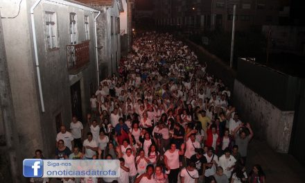 Caminhada coloriu noite de centenas de pessoas ( c/ video e galeria)