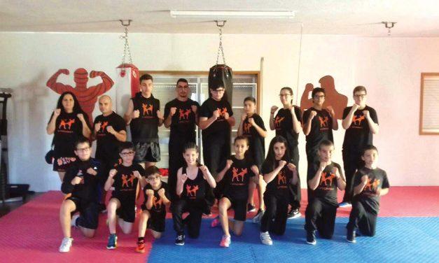 Crosstars com campeões nacionais de kickboxing