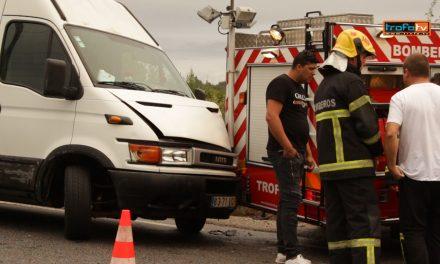 Carro dos B.V Trofa envolvido em acidente  c/video