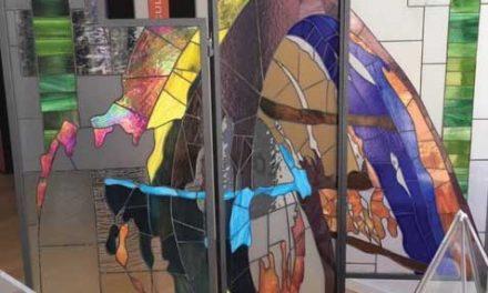 Obra de arte em vitral na Loja de Turismo