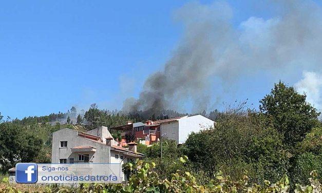 Incêndio lavra em Lemende