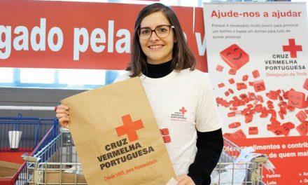 Mais de dois mil bens alimentares doados à Cruz Vermelha