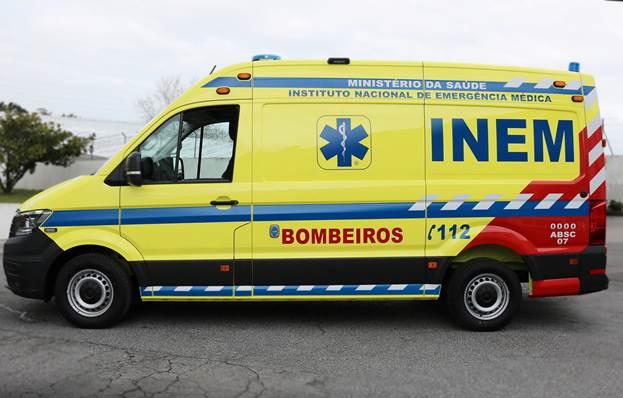 Bombeiros Voluntários da Trofa recebem nova ambulância do INEM