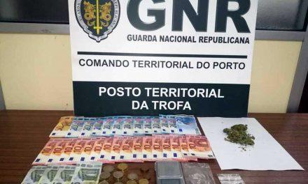 Jovem apanhado pela GNR a vender droga