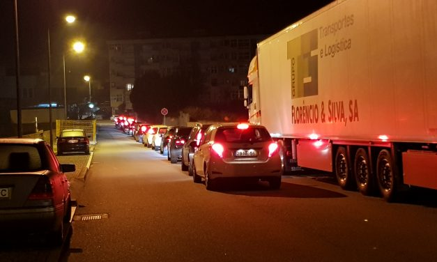 Trânsito congestionado no centro da Trofa