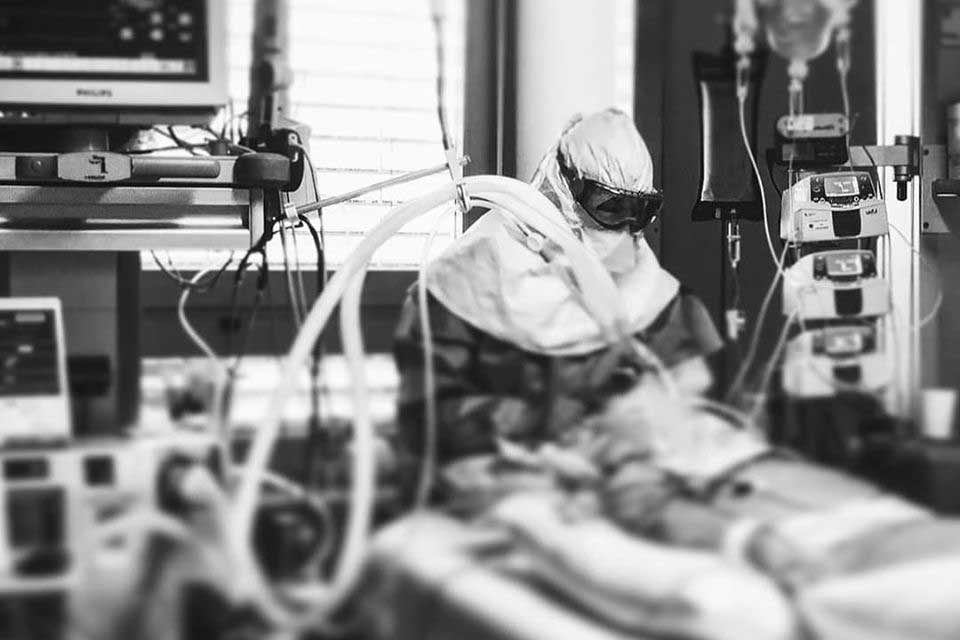 """Enfermeira do S. João: """"Se estivermos à espera de atingir o pico da infeção  para agir, aí não vai valer de nada a quarentena obrigatória"""""""