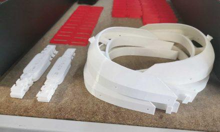 Empresa de S. Mamede produz e doa suportes para viseiras
